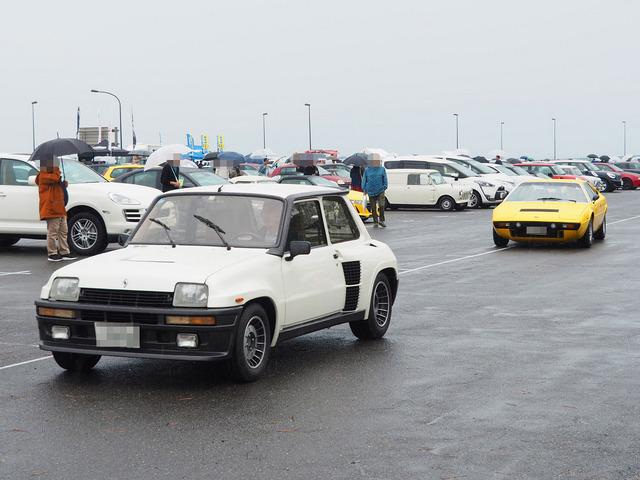 16_Renault_5_&_Ferrari_Dino_308GT4.jpg