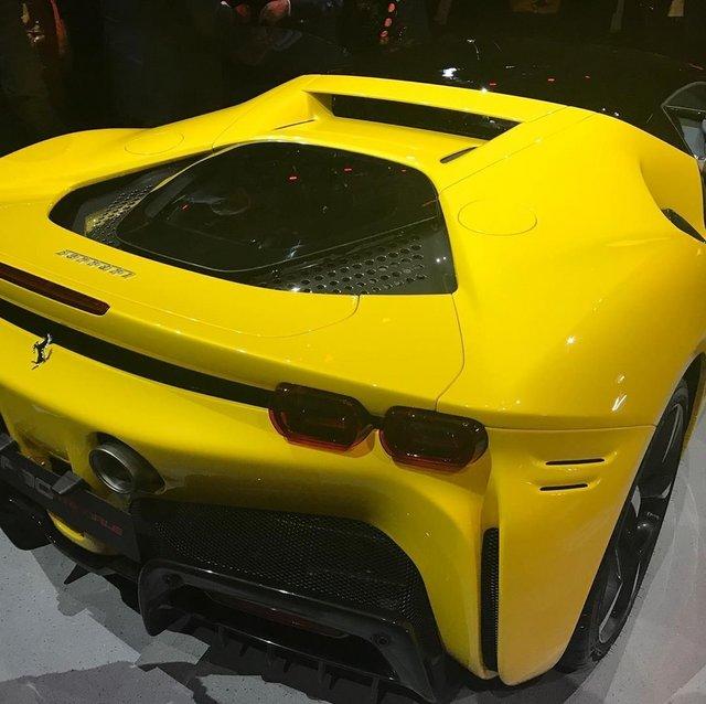Ferrari_SF90_stradale_21.jpg
