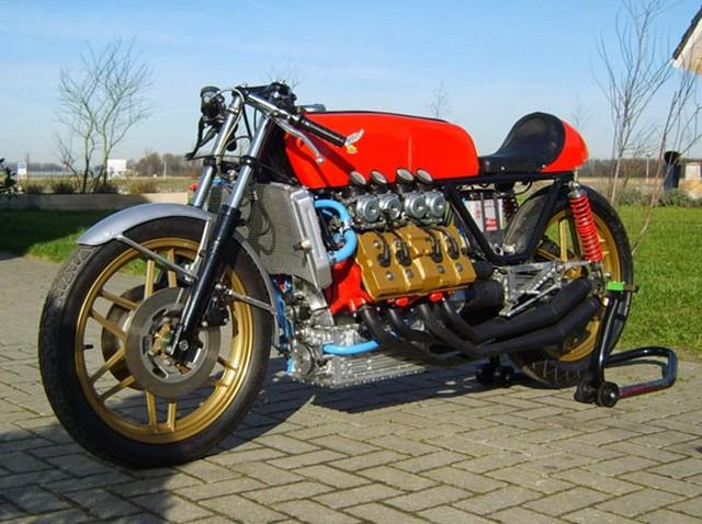 Honda_V8_Cafe_Racer_by_Tjitze_Tjoelkers_01.jpg