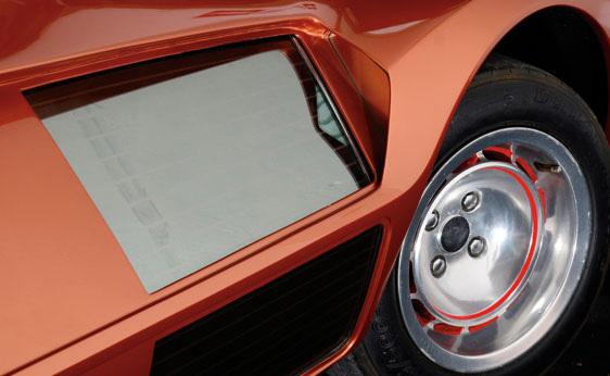 Lancia_Stratos_Zero_by_Bertone_21.jpg