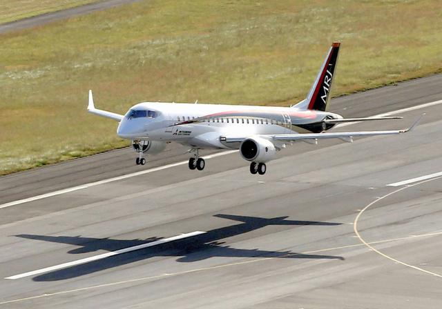 MRJ_first_test_flight_21.jpg